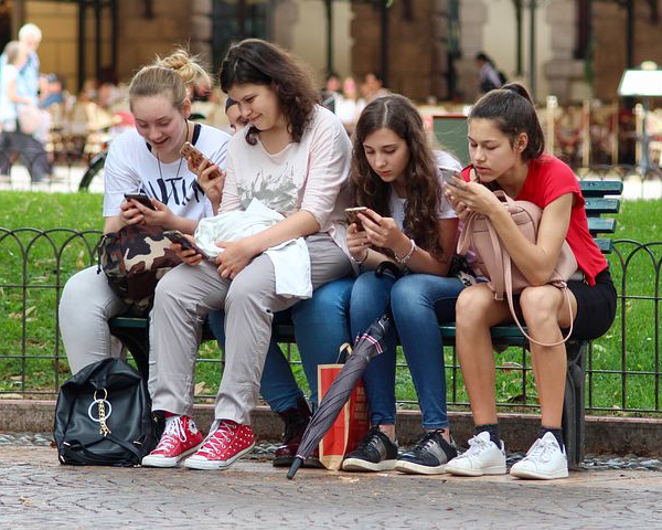 Parenting Teens in a Virtual World (Part One): 8 Things to Do Before You Give Your Teen Access to Social Media